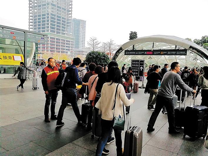 深圳北站迎客流返程高峰图片