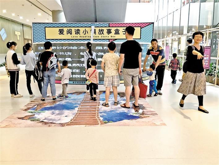 公共场幼儿排队简笔画