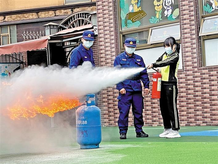 新桥社区消防演练提升幼儿园安全