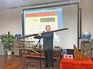 多种乐器难得一见 巨型笛子震撼全场