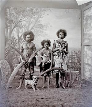 这群土著曾被关动物园四处展览